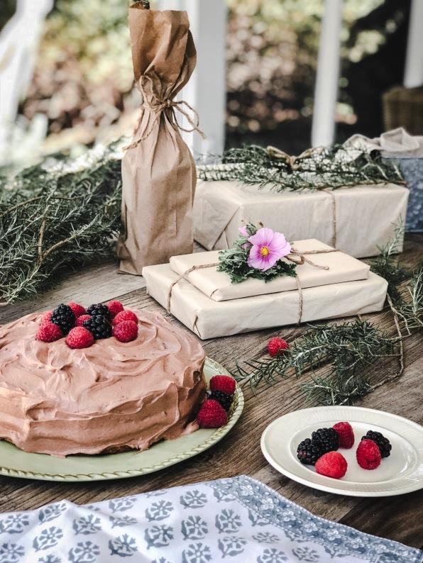 graysequoia_cake_presents